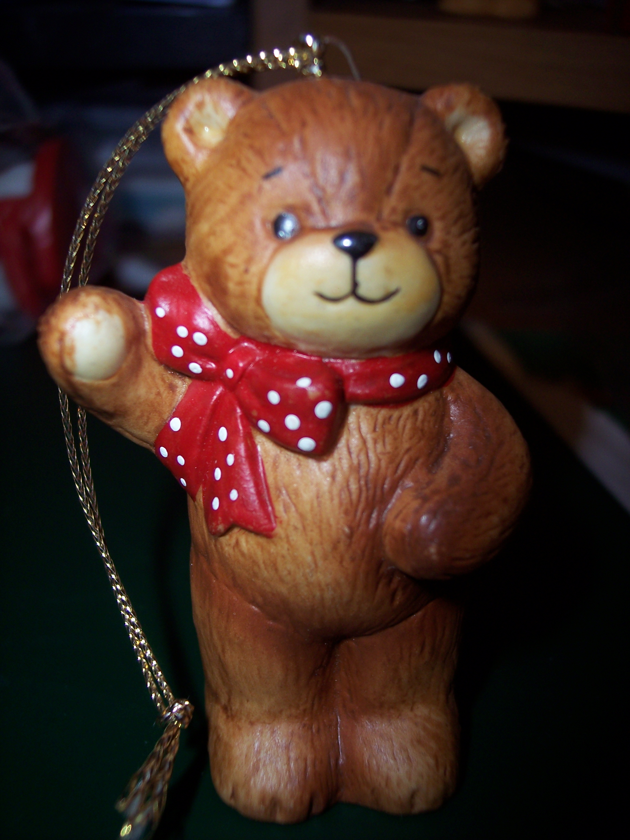 Red bow bear one arm up ornament H1-1-6