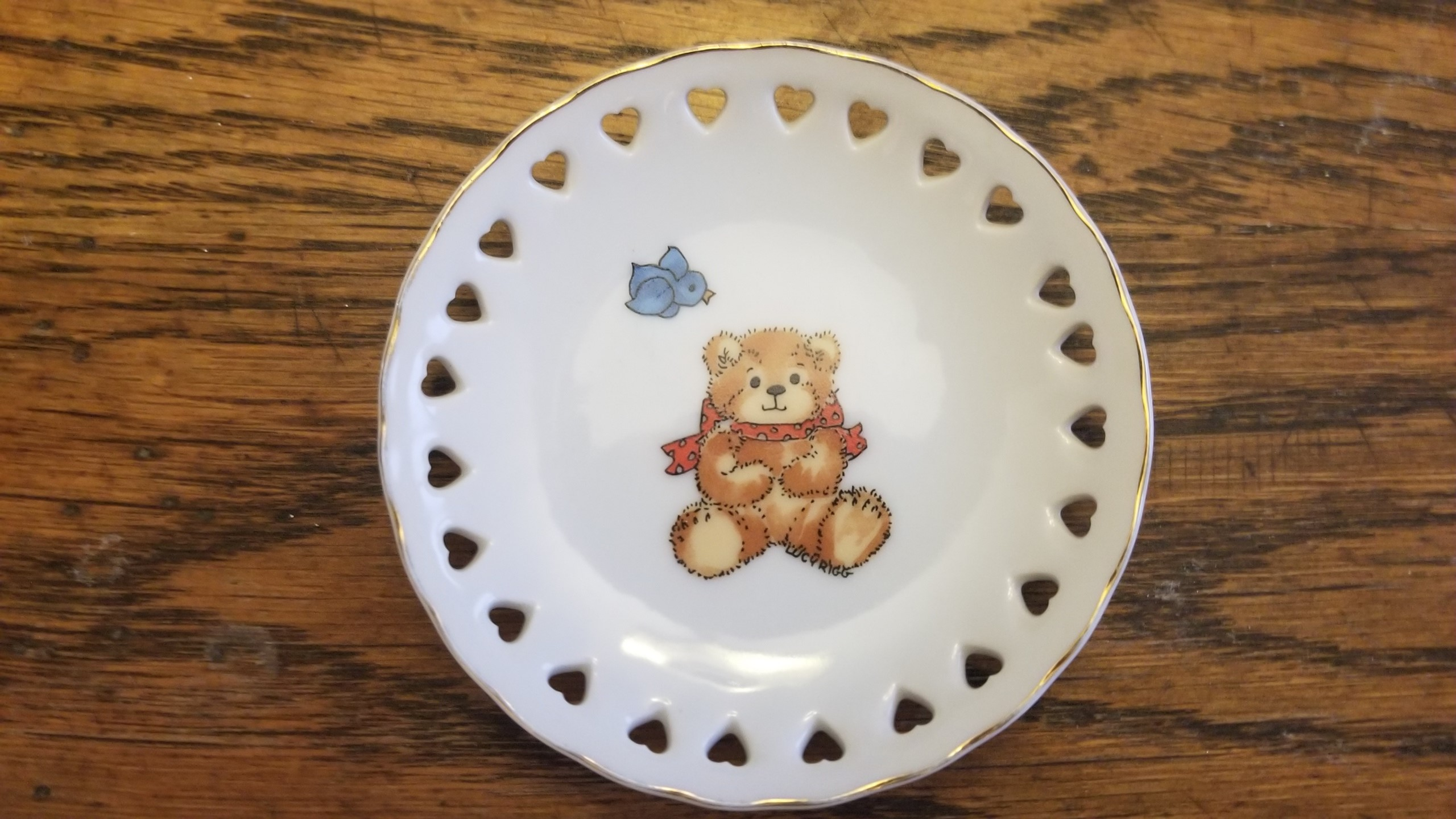 Red bow bear sitting mini plate with heart cutouts