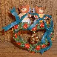 Angels in Wreath ornament in box H5-3-1