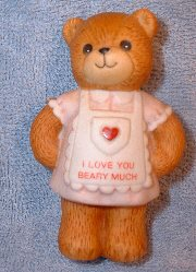 Mom in Apron I love you beary much G4-2-8 ***