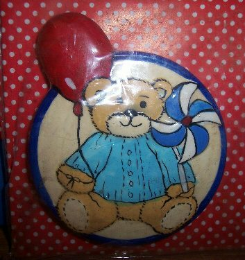Bear with pinwheel and balloon magnet MIP