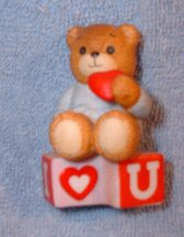 Boy with heart on I Love You blocks G9-3-2