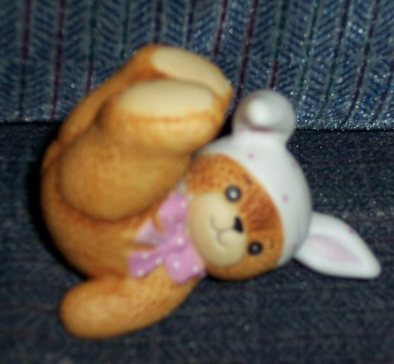 Polka dotted bunny bear on back G6-1-2