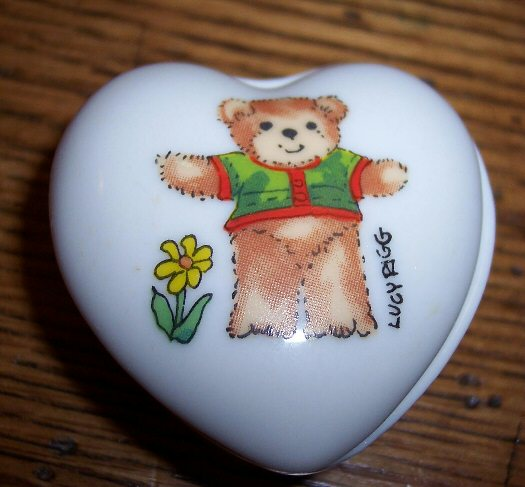 Green shirt bear heart trinket box