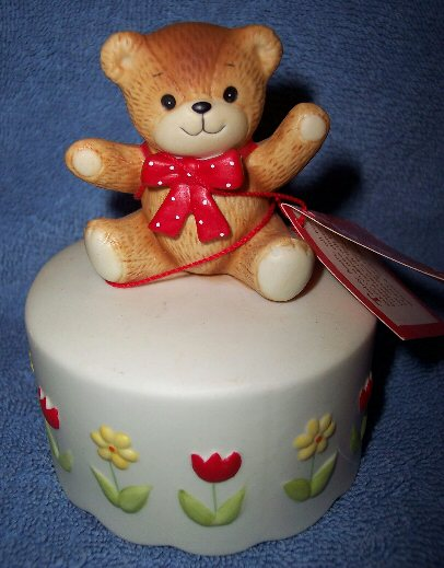 Red bow bear tulip musical