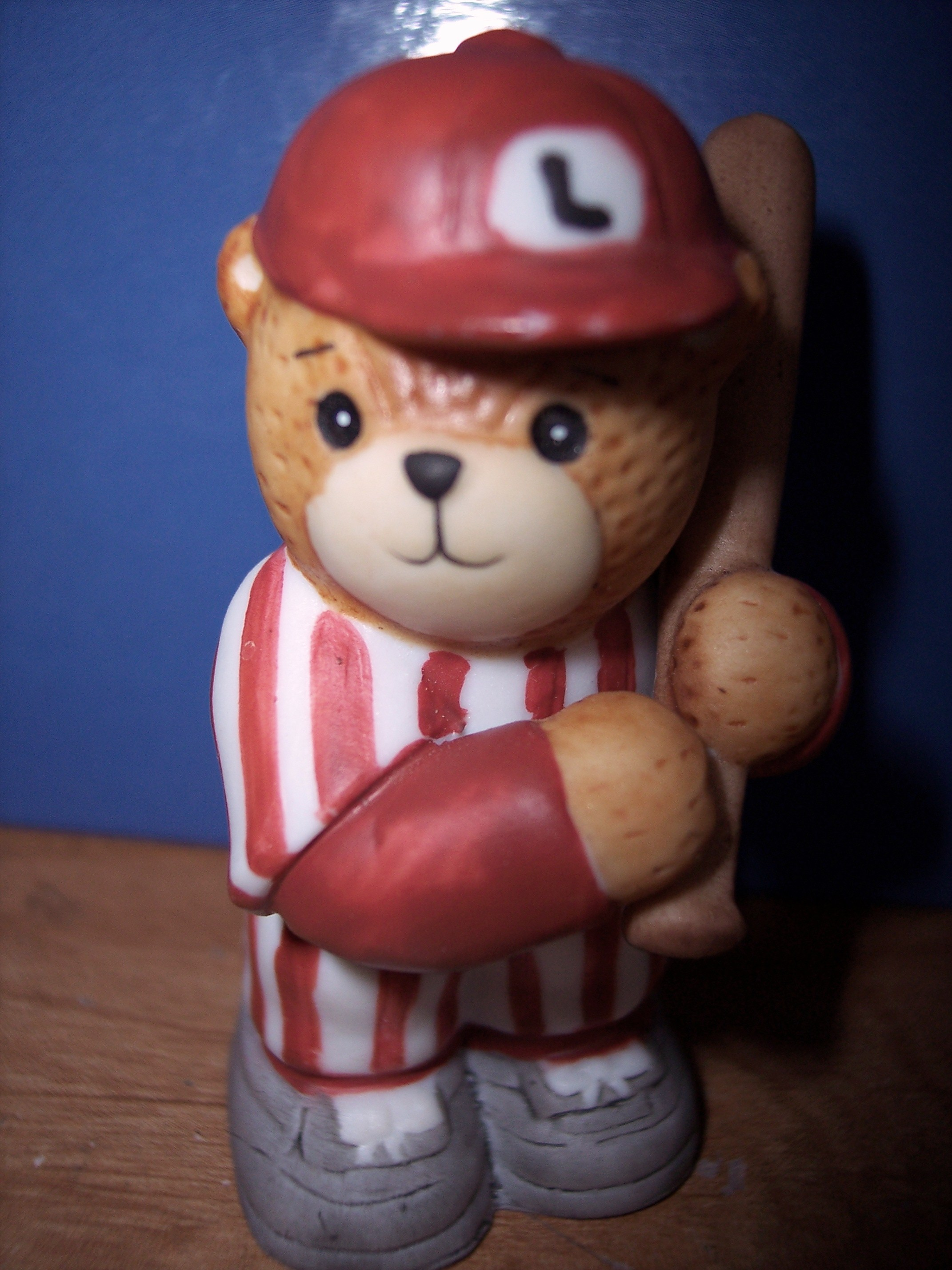 Baseball player in red uniform G19-2-4