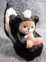 Skunk bear with heart G23-2-2