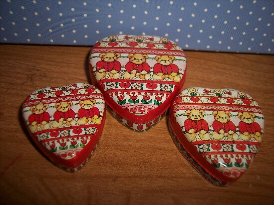 Valentine small three heart nesting tins