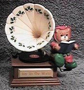 Joy to the World bear on victrola ornament H6-1-7